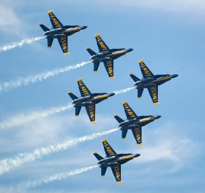 634px-Blue_Angels_Flying_in_Delta_Formation_at_Miramar